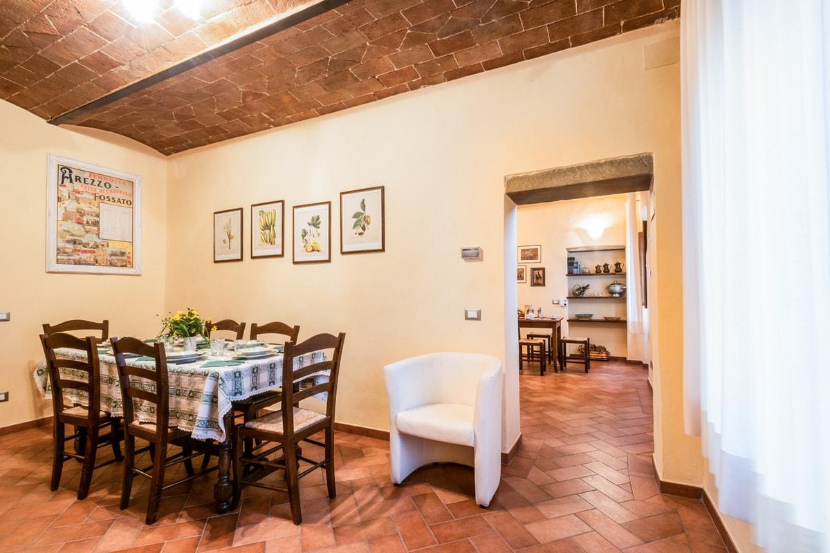 Appartamento Donatella - Sala da pranzo con ingresso cucina