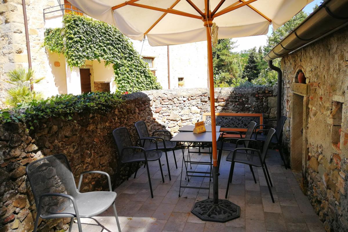 Appartamento Margherita - Angolo esterno con tavolo privato