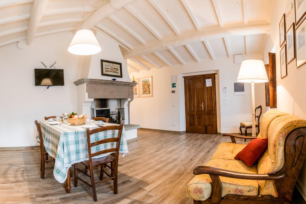 Appartamento Margherita - Sala / cucina con camino e TV