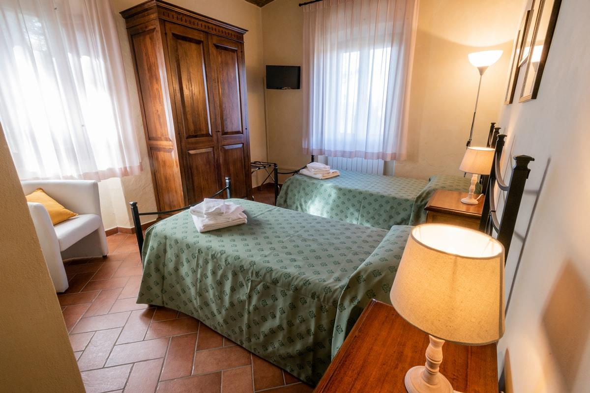 Appartamento Maria - Camera doppia con letti singoli e bagno in camera